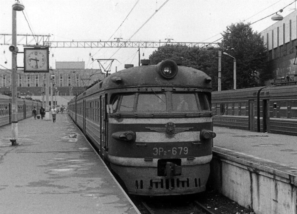 21. ЭР2-679, ст.Москва-Пасс-Павелецкая, 1992 год.