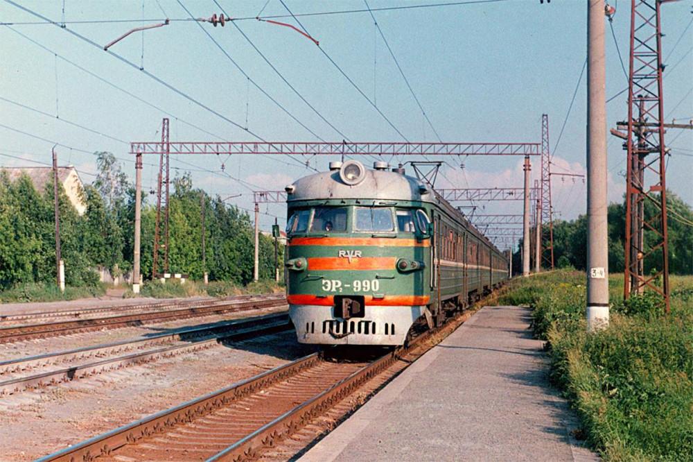 51. ЭР2-990, ст.Дивово Мск.ж.д., 1997 год.
