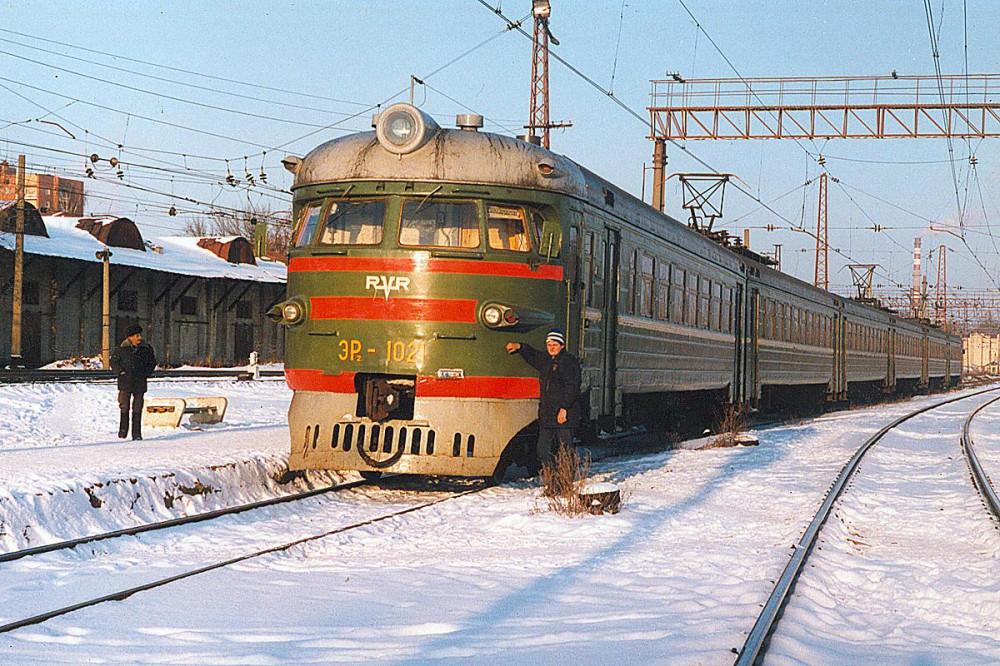 59. ЭР2-1021, ст.Орехово Мск.ж.д., 1999 год.