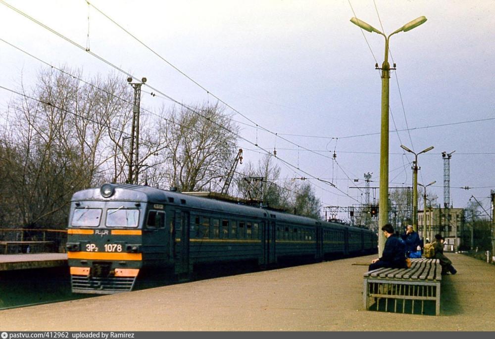 66. ЭР2-1078, платф.Сортировочная, середина 90-х годов.