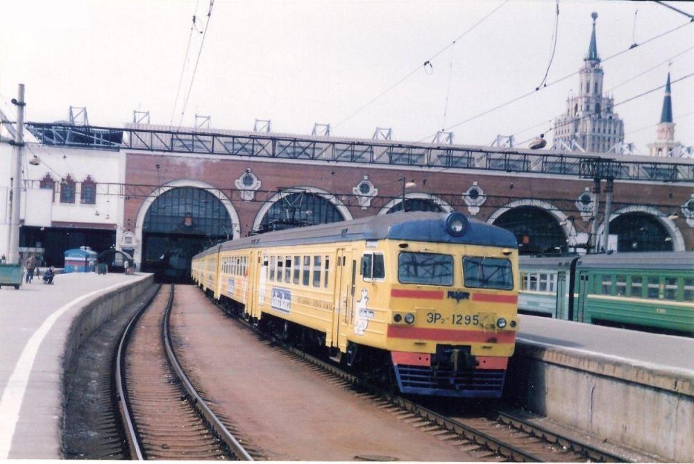 68. ЭР2-1295, ст.Москва-Пасс-Казанская, 1998 год.