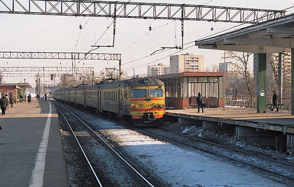 73. ЭР2-1295, ст.Перово, 1999 год.