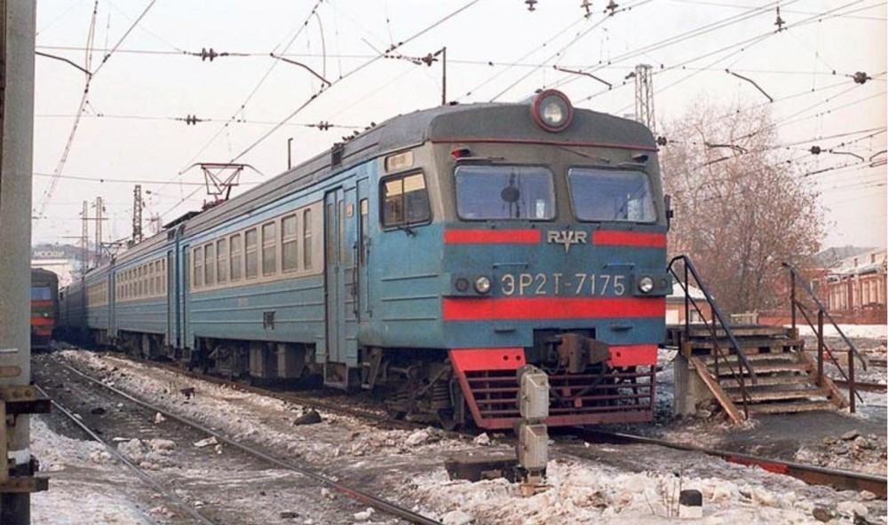 76. ЭР2Т-7175, ст.Москва-Пасс-Курская, середина 90-х годов.