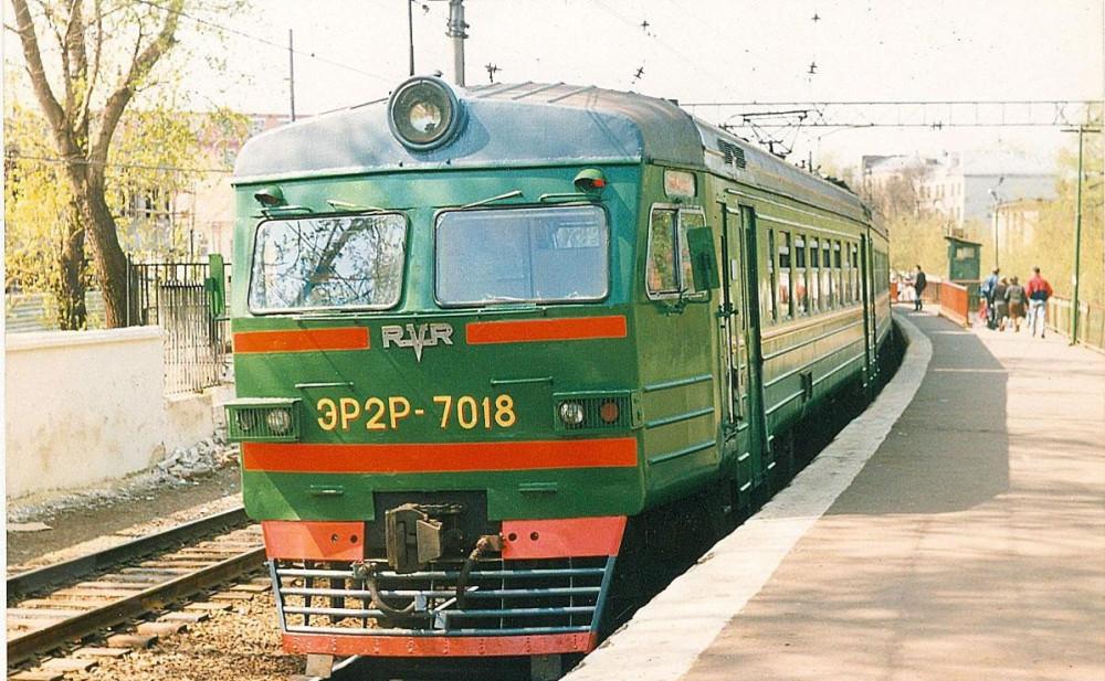 78. ЭР2Р-7018, платф.Серп и Молот, середина 90-х годов.