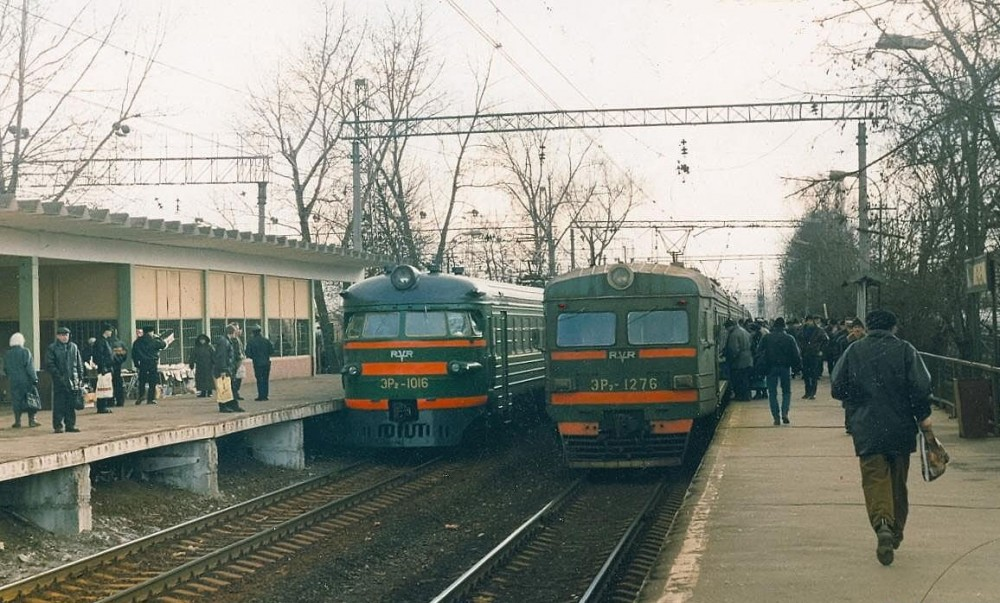 83. ЭР2-1016, ЭР2-1276, платф.Перерва, 1998 год.