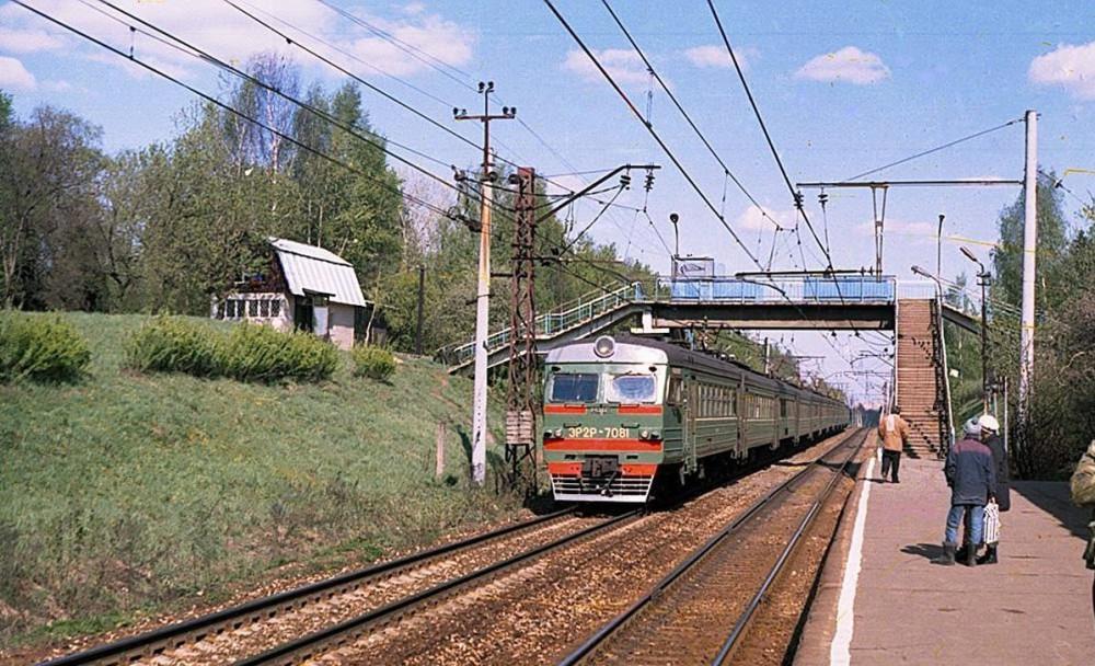 94. ЭР2Р-7081, платф.Пионерская, 1999 год.