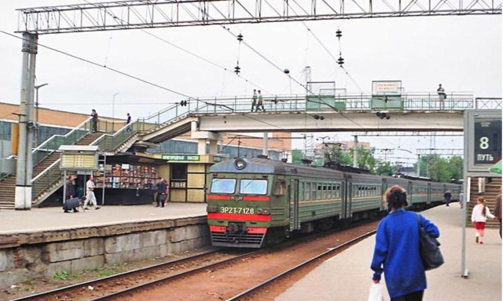 88. ЭР2Т-7128, ст.Москва-Пасс-Смоленская, середина 90-х годов.