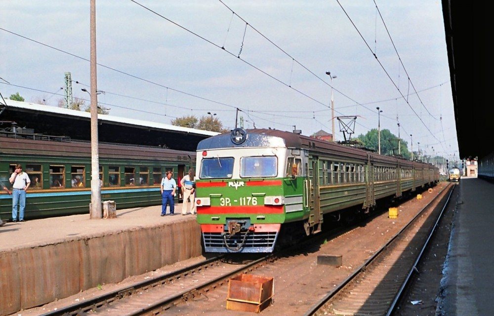 109. ЭР2-1176, ст.Москва-Пасс-Ярославская, 1997 год.