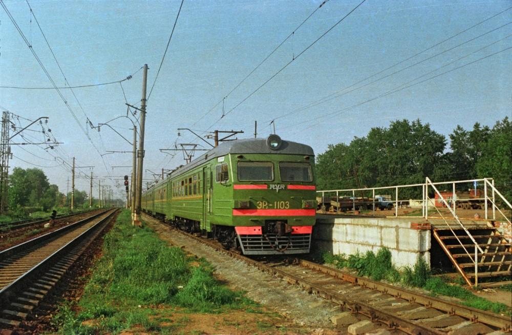 6. ЭР2-1103, ст.Софрино, оборотная платформа, июнь 1993 год.