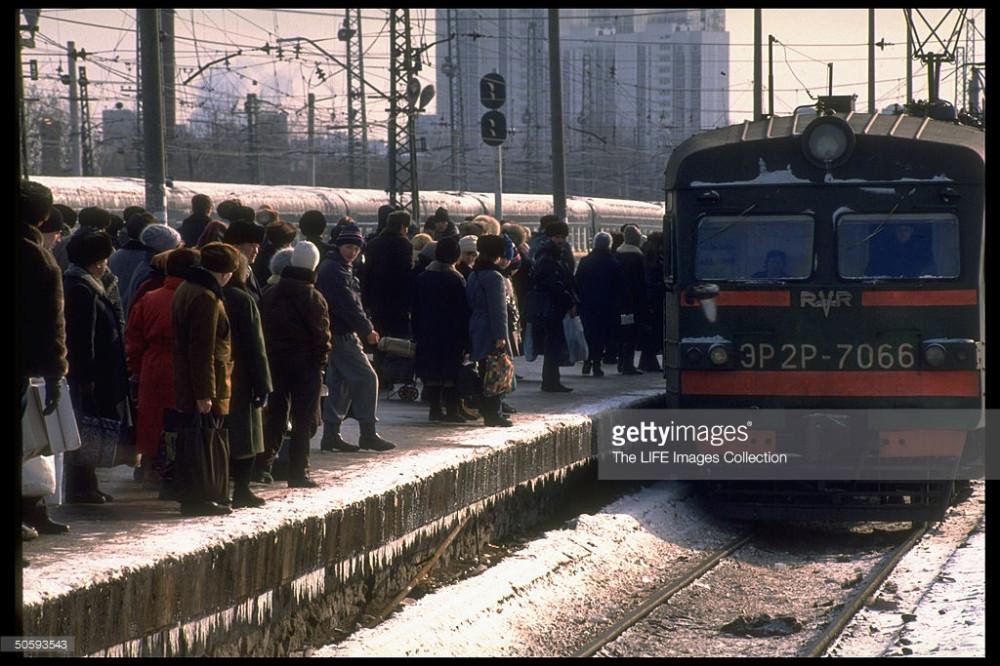 70. ЭР2Р-7066 прибывает на ст.Москва-Пасс-Курская, Горьковские тупики, февраль 1992 год.