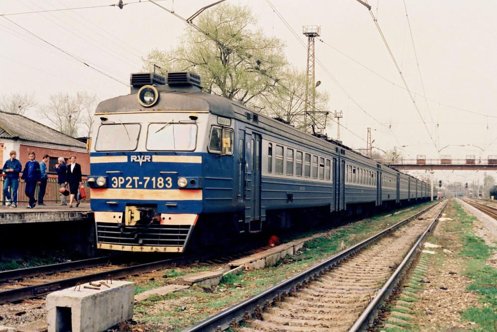5. ЭР2Т-7183, ст.Малоярославец, середина 90-х годов.
