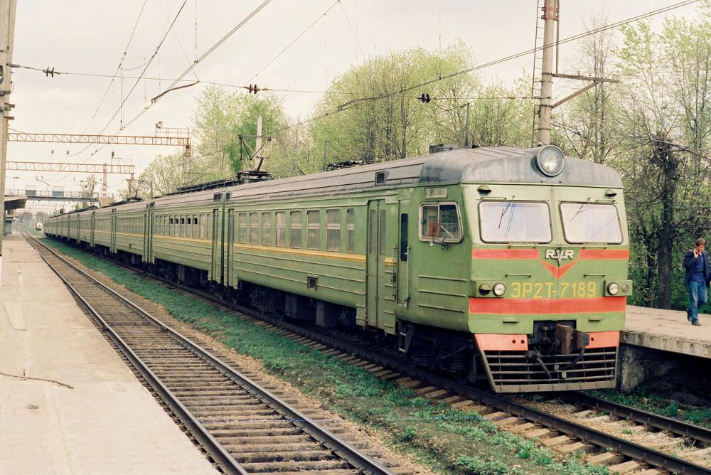 6. ЭР2Т-7189, ст.Обнинское, середина 90-х годов.