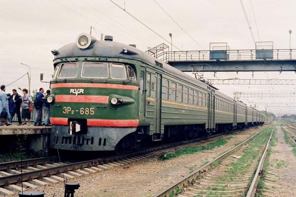 9. ЭР2-685, ст.Обнинское, середина 90-х годов.