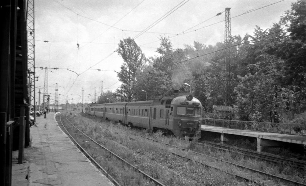 55. Дизель-поезд на станции Кашира-Пасс., август 1993 год.