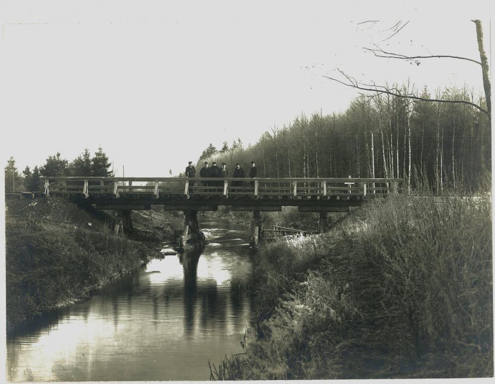 6. Мост через Келецкую осушительную канаву.