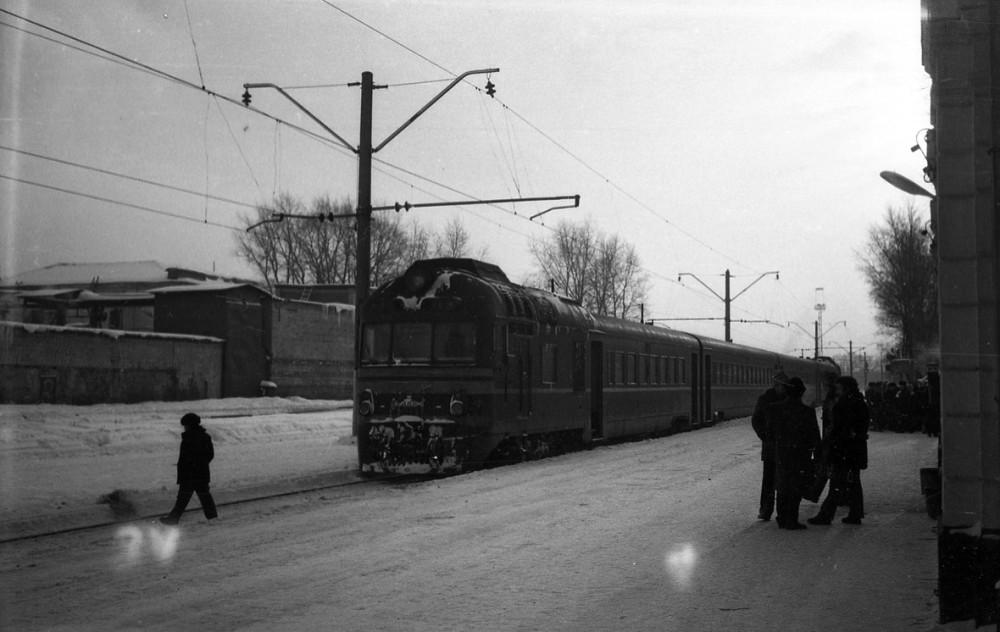 67. Ж.д.станция Калуга-I Мск.ж.д., дизель-поезд Д1, январь 1985 год.