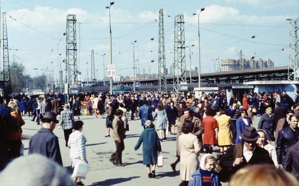 99. Платформы Ярославского вокзала, конец 70-х годов.