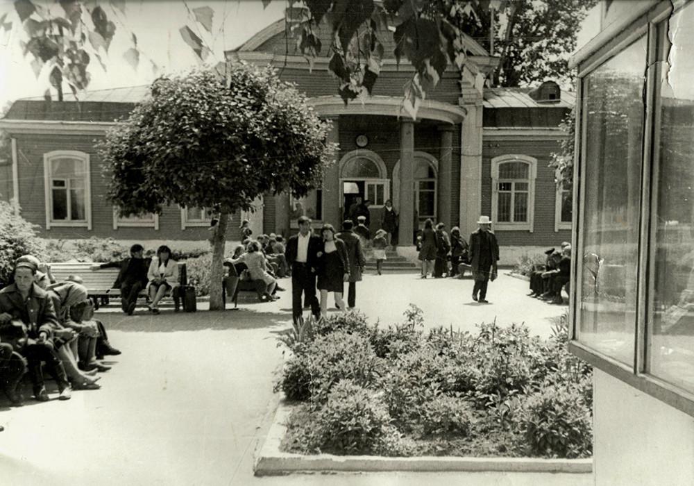 76. Можга, привокзальная площадь, 70-е годы.