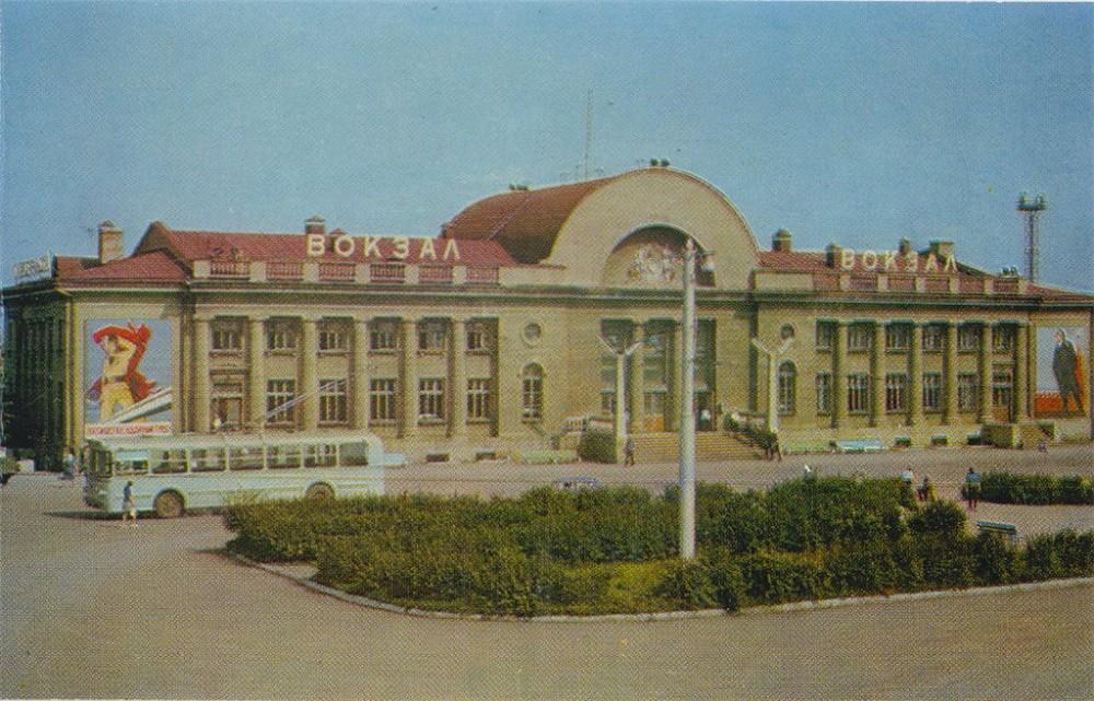 84. Каменск-Уральский. Привокзальная площадь, 1973 год.