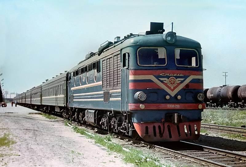 70. ТЭП10-298, станция Набережные Челны, 80-е годы.