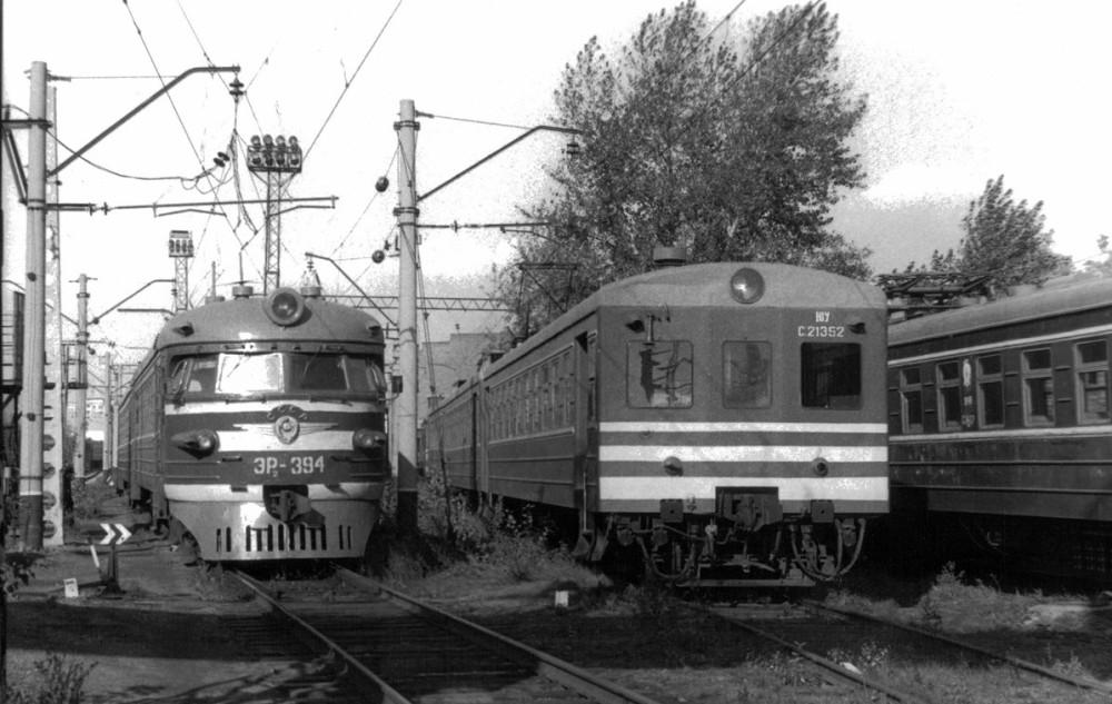 23. Электропоезда ЭР2 и Ср3, депо Челябинск, 1989 год.
