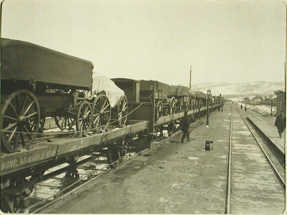 1905 год. Воинский поезд на станции Мысовая.