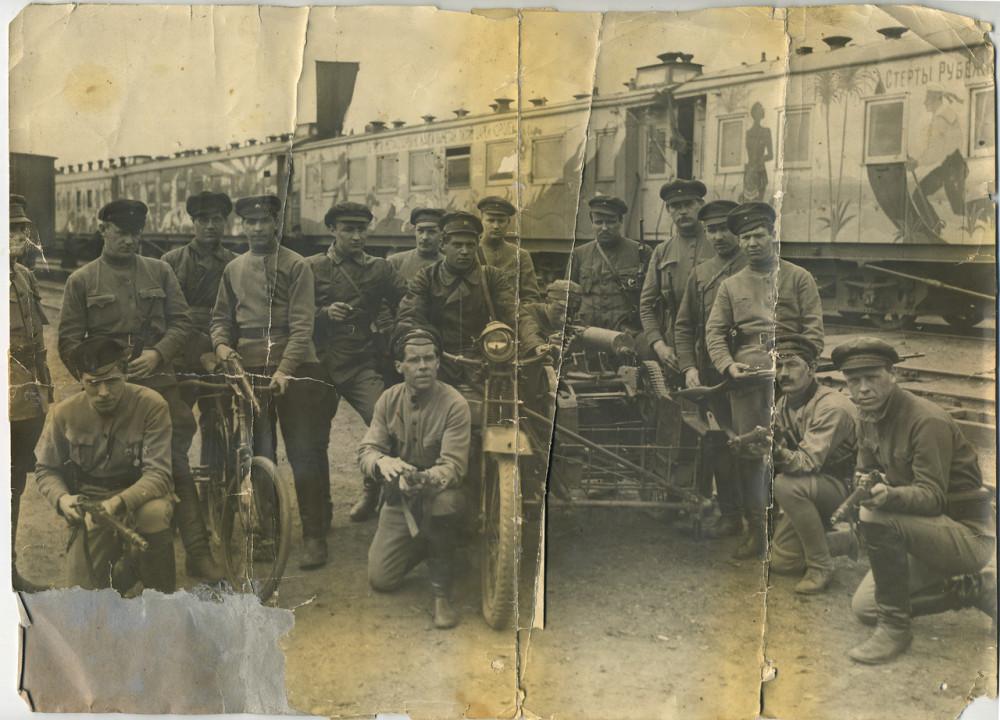 1920 год. Агитпоезд Октябрьская революция.