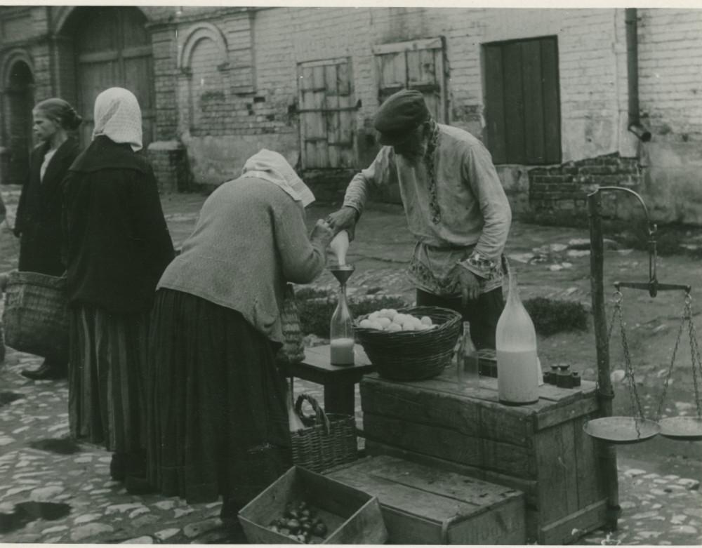 1931 год. Торговля на улице