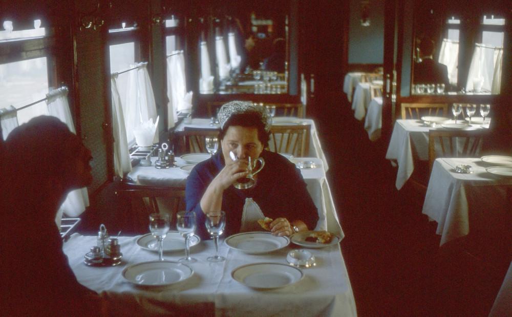 1975 год. В вагоне-ресторане.