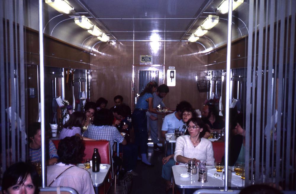 1982 год. В вагоне-ресторане поезда Москва-Иркутск.