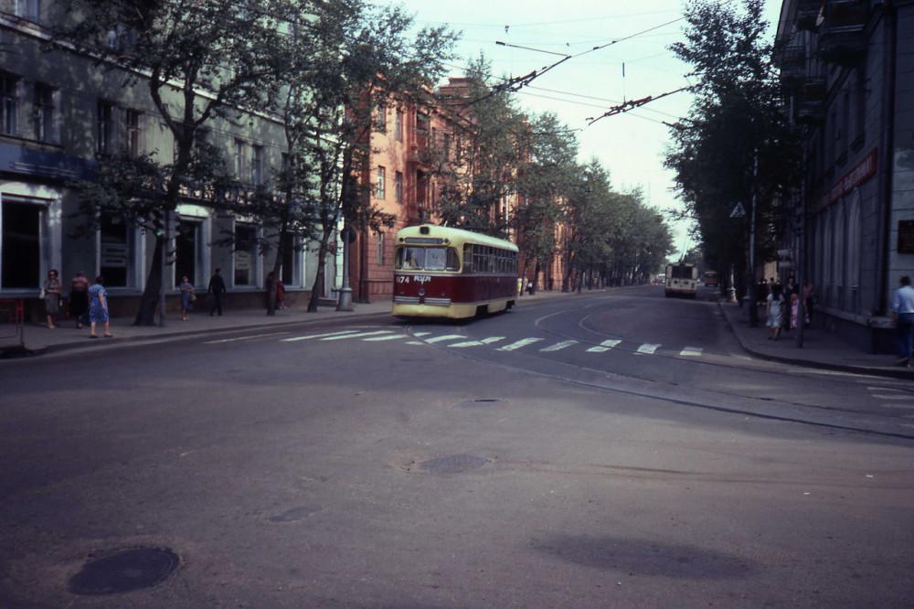 1982 год. Иркутск. Трамвай на улице.