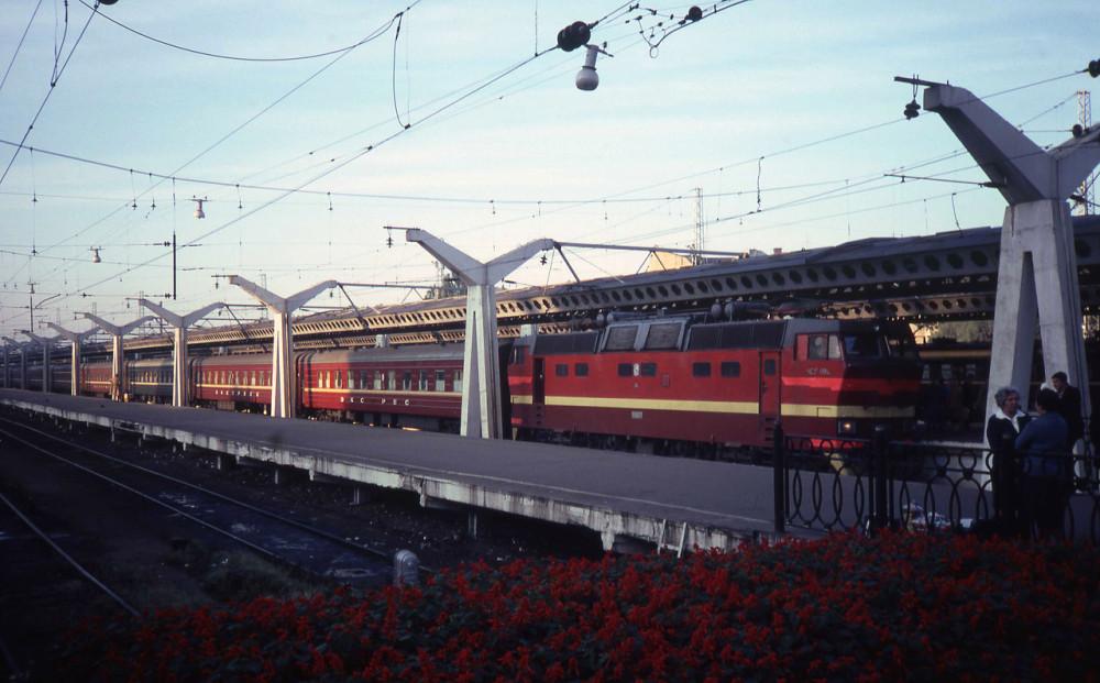 1982 год. Ленинград. Московский вокзал.