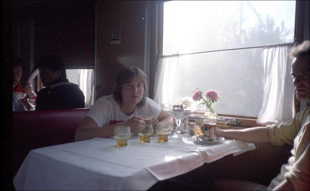 1985 год. В вагоне-ресторане поезда Москва-Пекин.