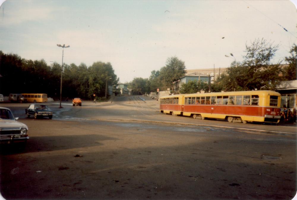 1985 год. Иркутск. Привокзальная площадь утром.