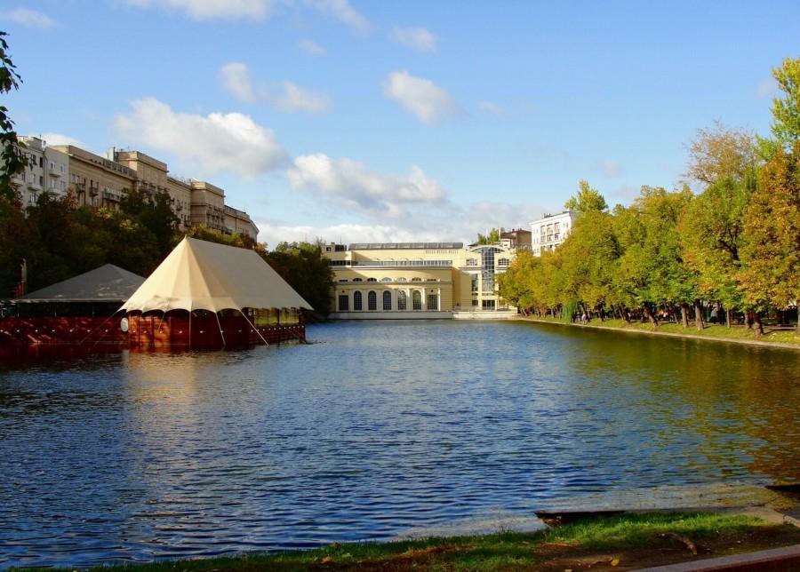 Почему московские Чистые пруды так называются. Ведь пруд, то один.