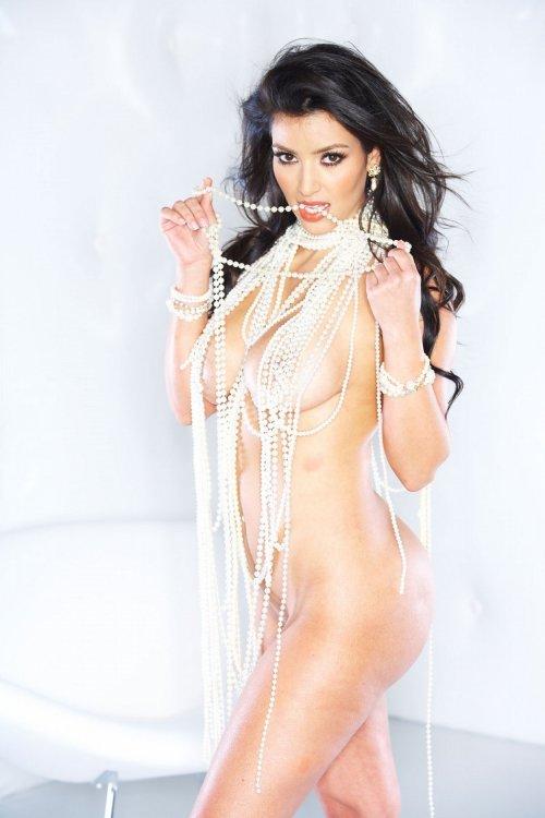 1417877171_www.chiksochki.ru-svezhie-foto-obnazhennoy-seks-modeli-kim-kardashian_29