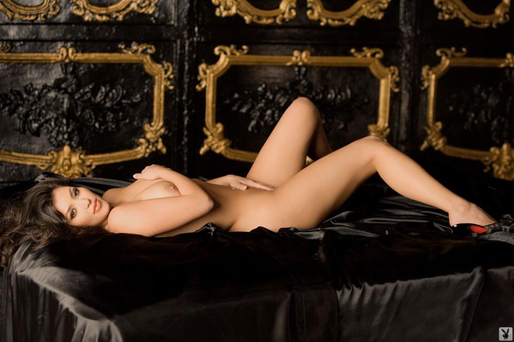 1417877102_www.chiksochki.ru-svezhie-foto-obnazhennoy-seks-modeli-kim-kardashian_18