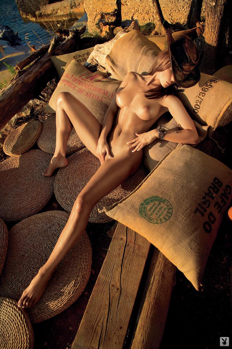 эротика-красивая-девушка-кофе-плейбой-774771