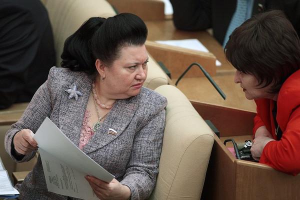 Депутат от «ЕР» предложила повысить парламентариям зарплату. КПРФ за повышение зарплаты всем бюджетникам