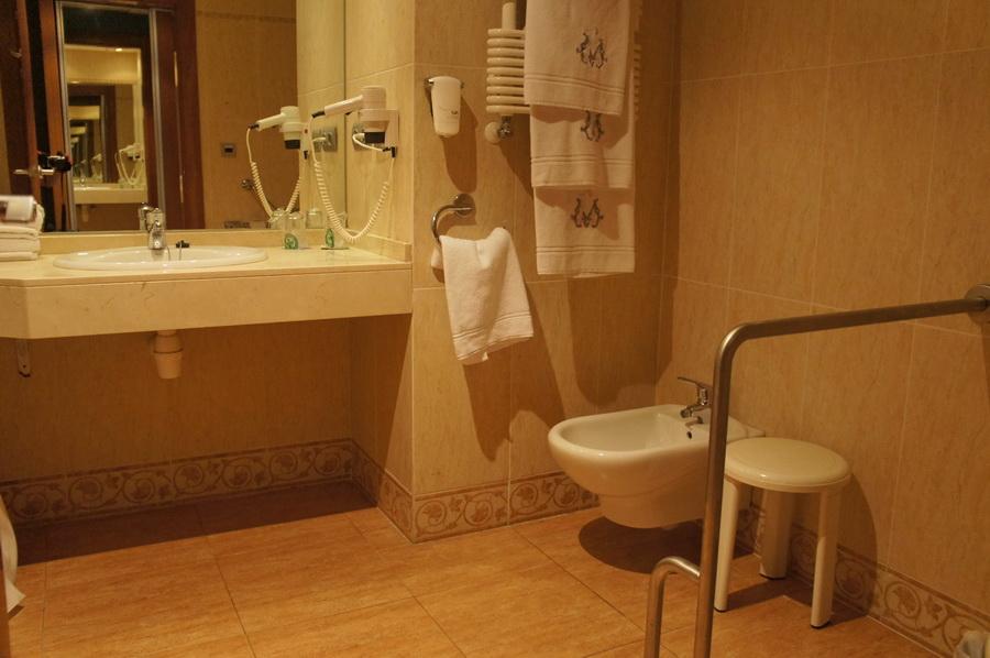 13.Bathroom_2