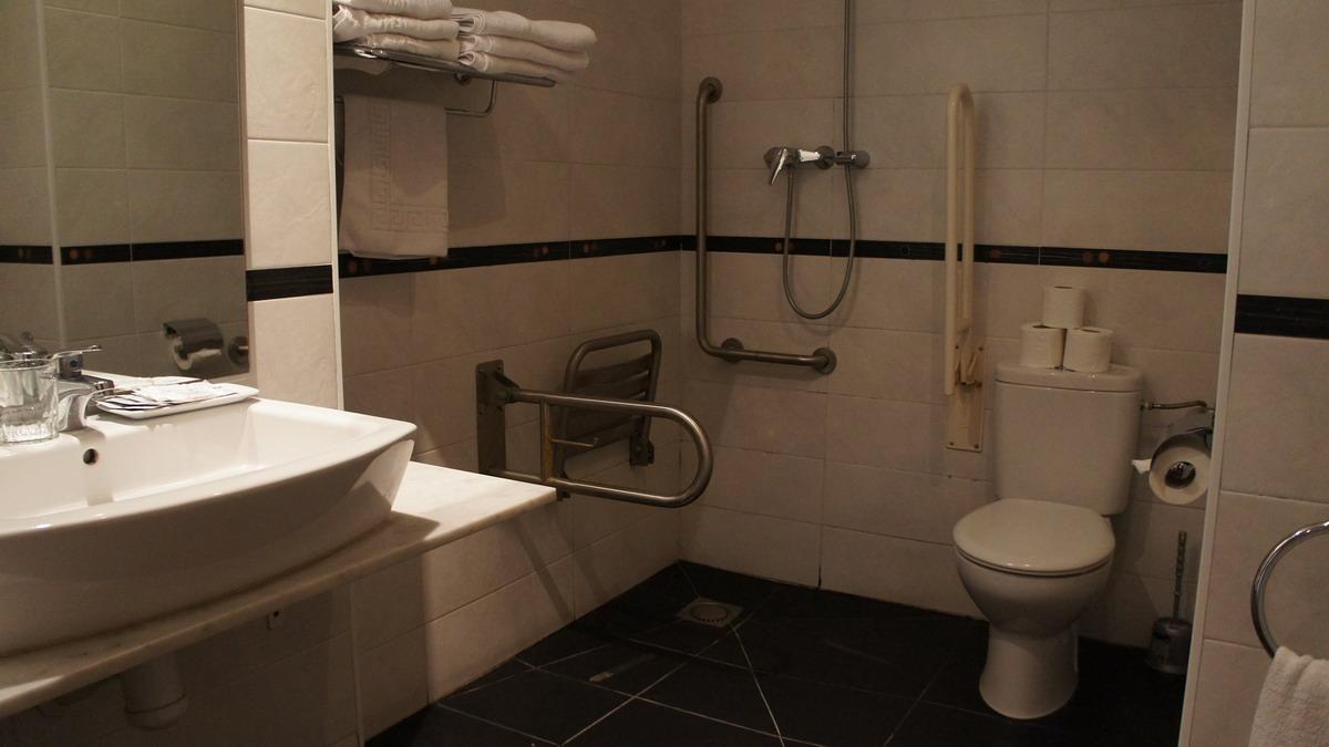 006_HostalBCNPort_bathroom