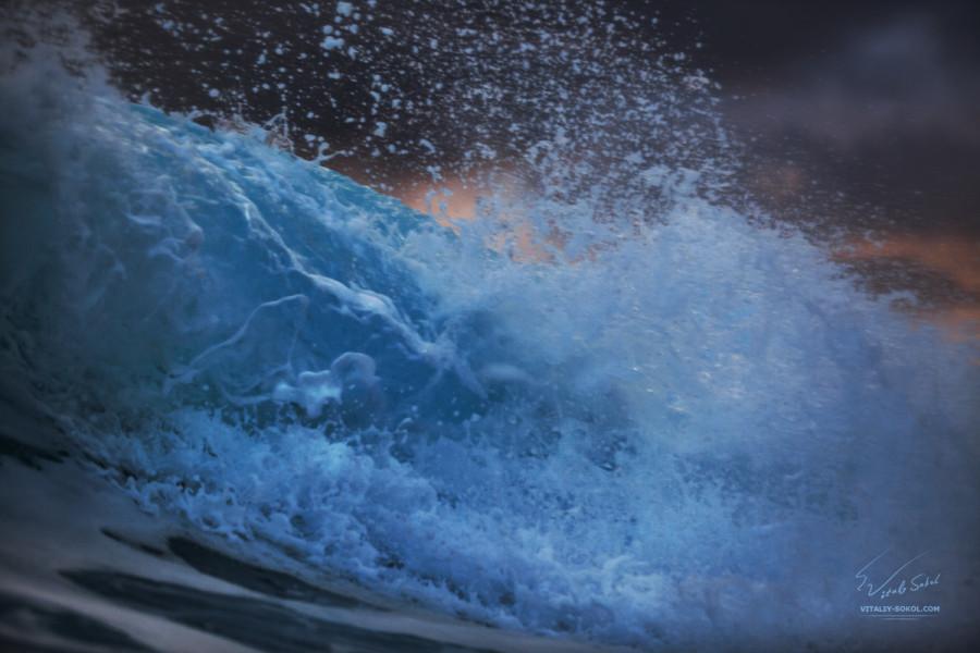 Закатная волна на Бали фото Виталия Сокола