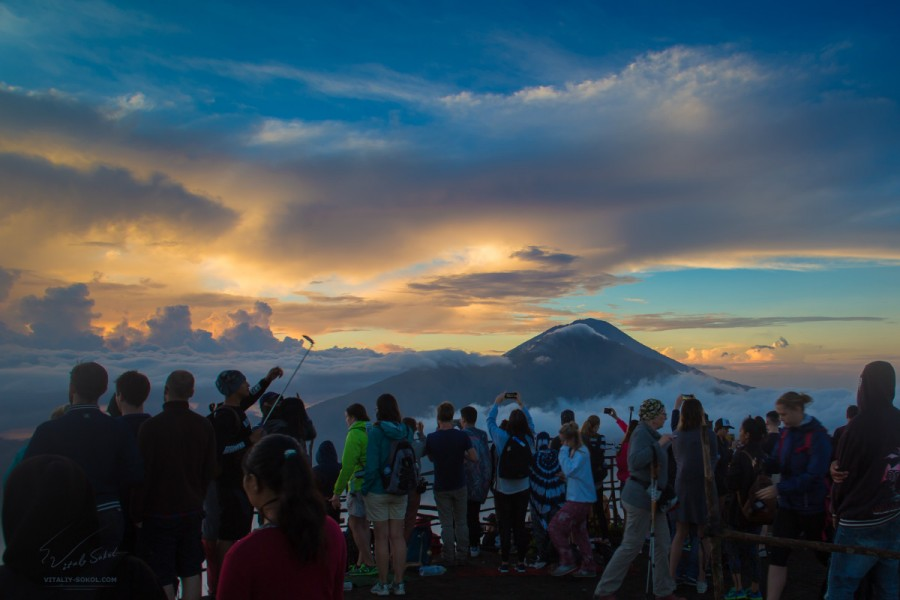 People at the hike of Batur volcano
