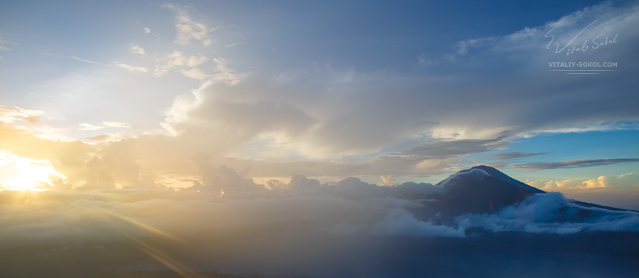 Sunrise and sunlight at Batur volcano in Bali in Indonesia