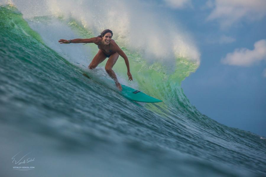 Surfing girl. Модель Effie Vrakas, Греция.  Сёрфинг на Бали. Фото Виталия Сокола