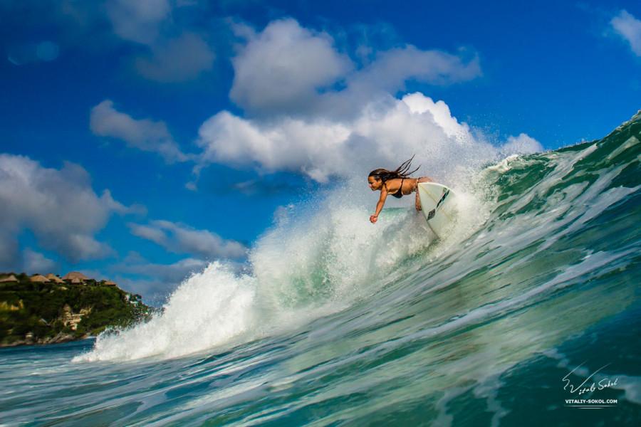 Surfing girl. Девушки покоряют волны. Сёрфинг на Бали. Фото Виталия Сокола