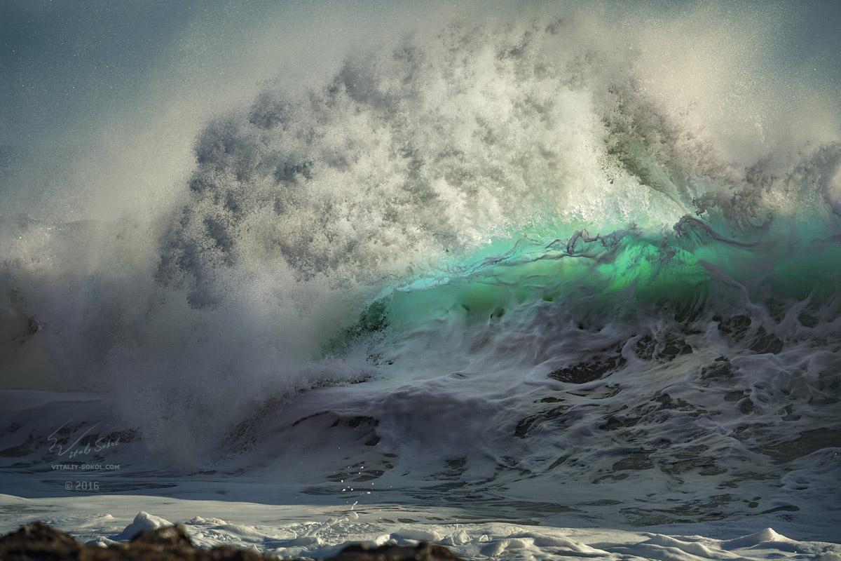 Hawaii Big beautiful crushing wave