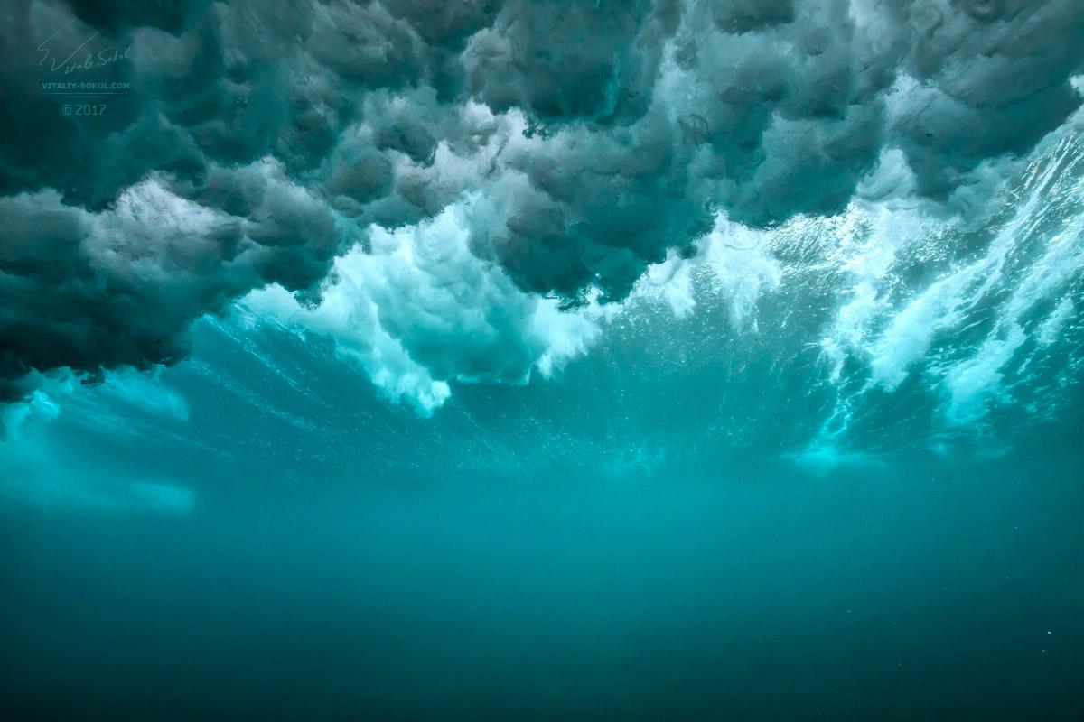 Фотография волны из-под воды