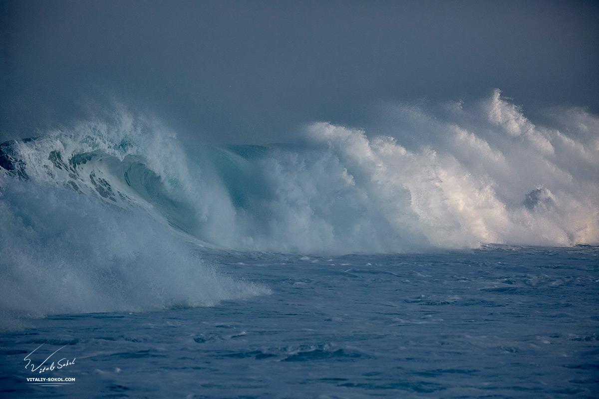 Hawaiian shorebreak waves at morning light