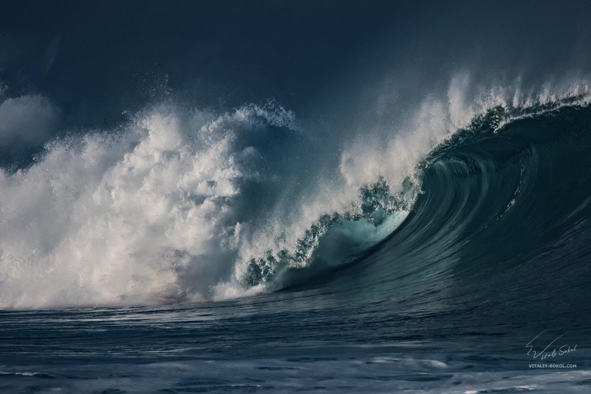 Big ocean wave in Hawaii